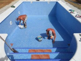 Swimming pool building