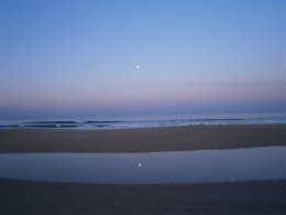 Moon set on a clear morning on Barrosa