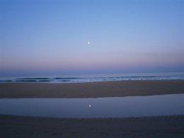 Moon set on a clear morning on Barrosa